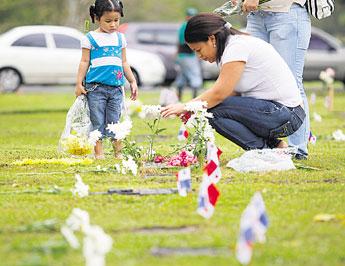 Critica en linea recuerdan invasi n 21 a os despu s for Cementerio jardin de paz panama